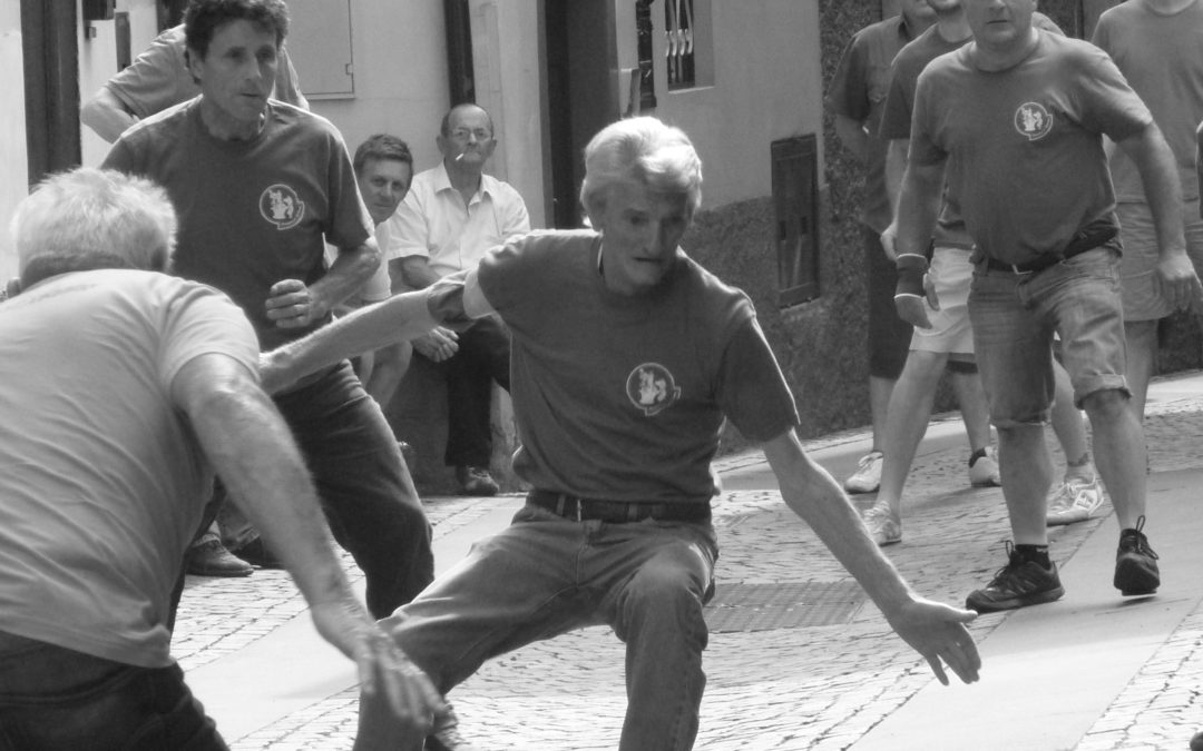 Torna a rivivere il gioco della BALA CREÈLA in molti Comuni della Valle Camonica