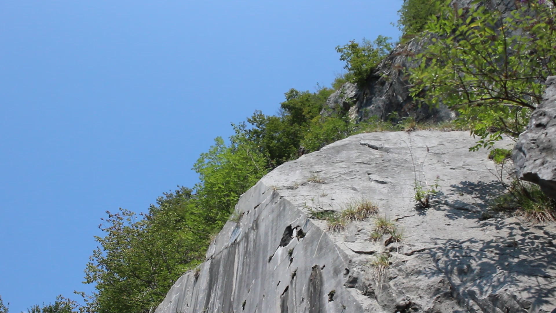 un'immagine della cava di mazzunno, angolo terme