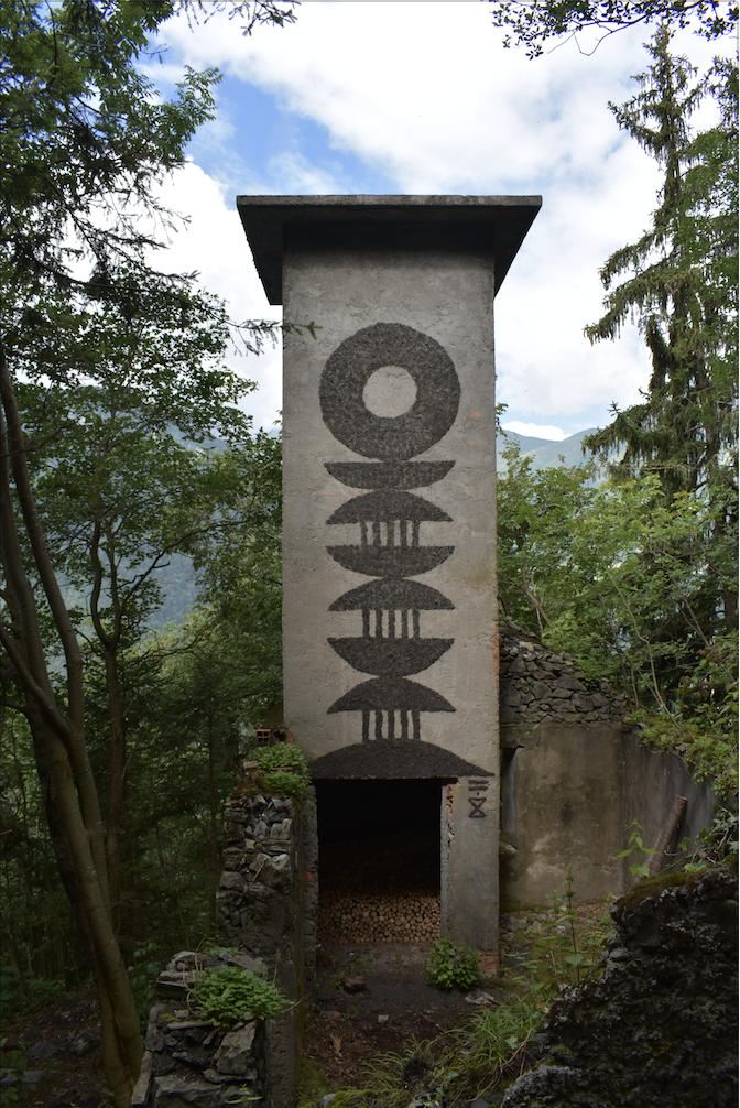 Aran Ndimurwanko, Colonna di dihu n.2 - Photo by Greta Bigatti - Courtesy l_artista e Associazione falia