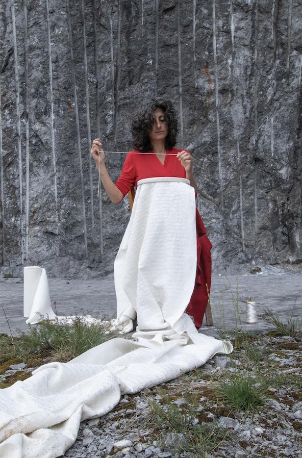 Ilaria Margutti, Ho _l fil de uh (dett. performance) - Photo by Maura Vangelisti - Courtesy l_artista e Associazione falia
